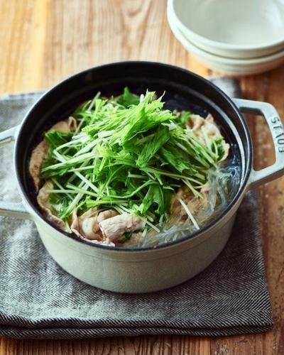 """食材3つの""""ひと鍋""""レシピ*本当に簡単な【豚肉と水菜のシャキシャキ鍋】"""