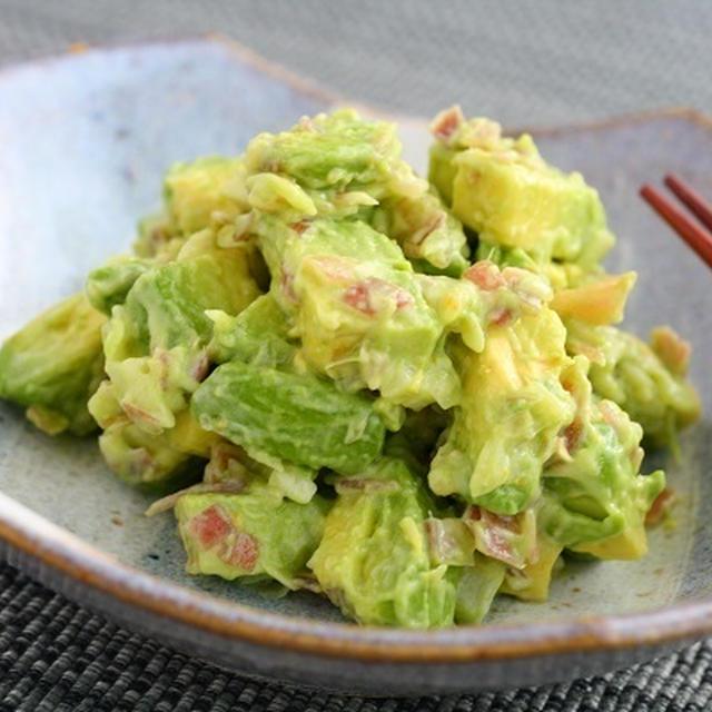 5分でおつまみ・みょうがレシピ【アボカドとみょうがの柚子胡椒マヨ和え】