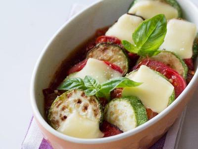 >ズッキーニと焼きトマト・切れてるチーズのせ♪ by たけだかおる (たけ)さん