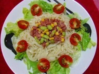 枝豆&コーン&コンビーフのサラダうどん♪