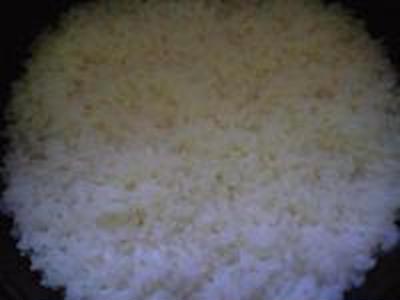 湯立てで白米(684)。。。茨城県産 奥久慈の棚田のコシヒカリ特別栽培米うまかっぺJA茨城みどり玄米(あいざわ米店)さて何でしょ???コシヒカリ白米(あいざわ米店)