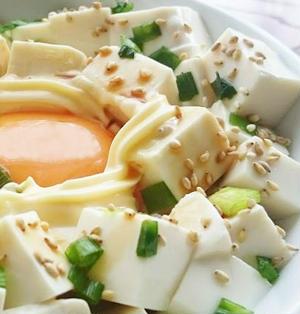 簡単美味しい!月見豆腐丼