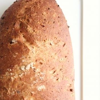 小麦全粒粉のハニーオニオンベーコンパン