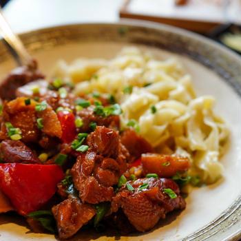 シルクロード沿いの料理が食べられる 浜松町「羊×牛特製タレ炭火焼 シルクロード 浜松町店」
