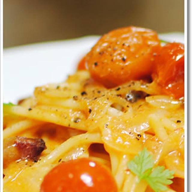 チリエジーノのトマトソースを使ったアマトリチャーナのブカティーニ