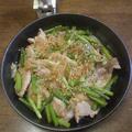 ごはんがすすむ豚肉とたまねぎとにんにくの芽のスタミナ炒め