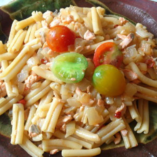 カラフトマスと青獲りトマトのパスタ