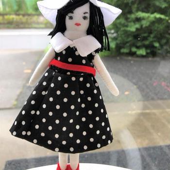 「マイドールコレクション」で着せ替え人形を作りました。