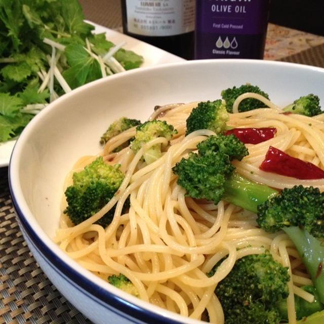 お土産のアンチョビで「ブロッコリーのスパゲティ」。