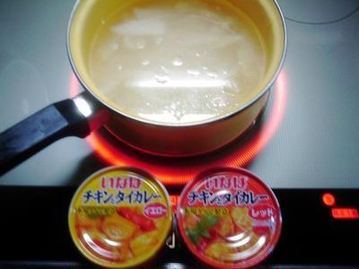 缶詰で楽をした鶏ナンコツカレースープ