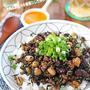 ヘルシーで栄養たっぷり♪ひき肉とお豆の中華風ひじき炒めどんぶり!連載