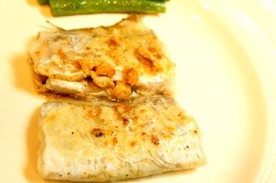 太刀魚のアーモンド・バター・ムニエル、シイタケとトマトのデトックスープで手酌酒
