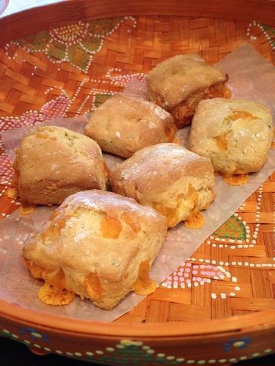 セイボリーなおやつ「柚子胡椒とチェダーチーズのスコーン」。