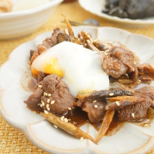 エゾシカ肉とごぼうのすき焼きごま炒め温玉のっけとまごわやさしい献立