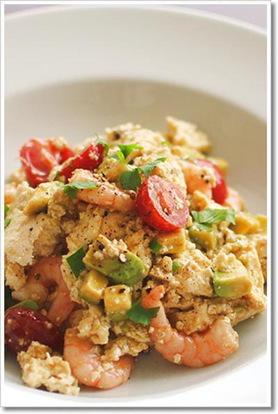 豆腐とアボカド、海老とトマトのサラダ