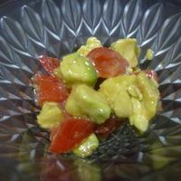 トマトとアボカドのマリネ
