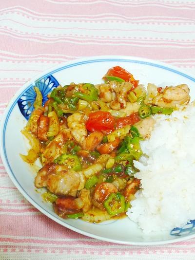 鶏と香味野菜のケイジャン風スパイス丼