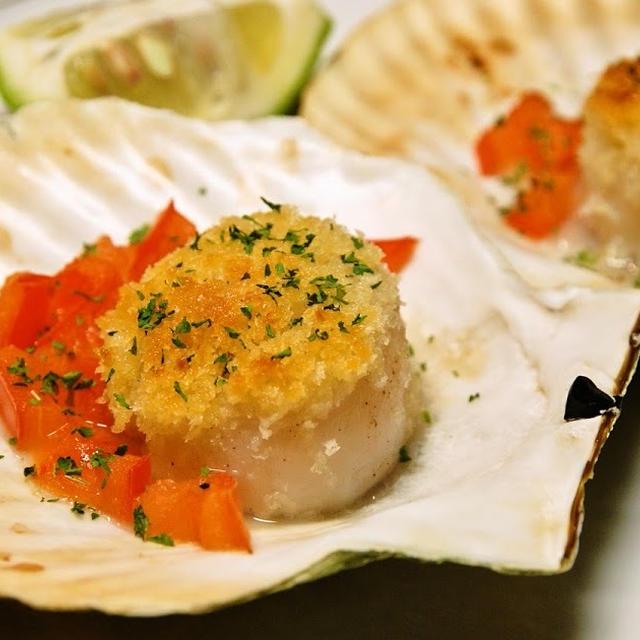 殻付きホタテ貝のチーズパン粉焼き