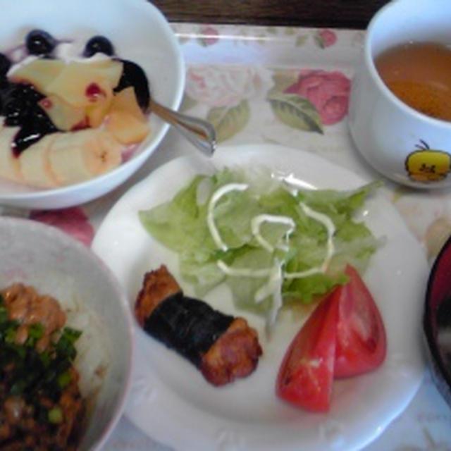 今朝の自分ご飯、うす塩なめたけ納豆とか、大根の味噌汁とか、海苔巻きチキンとか、ヨーグルト。