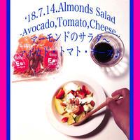 頂いたアーモンドでサラダ〜アボカド・トマト・チーズ♪