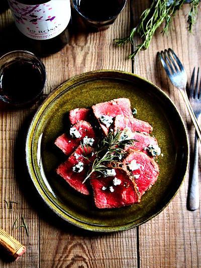 牛肉のタリアータ・ハニーブルチーズ添え【スパイス大使】