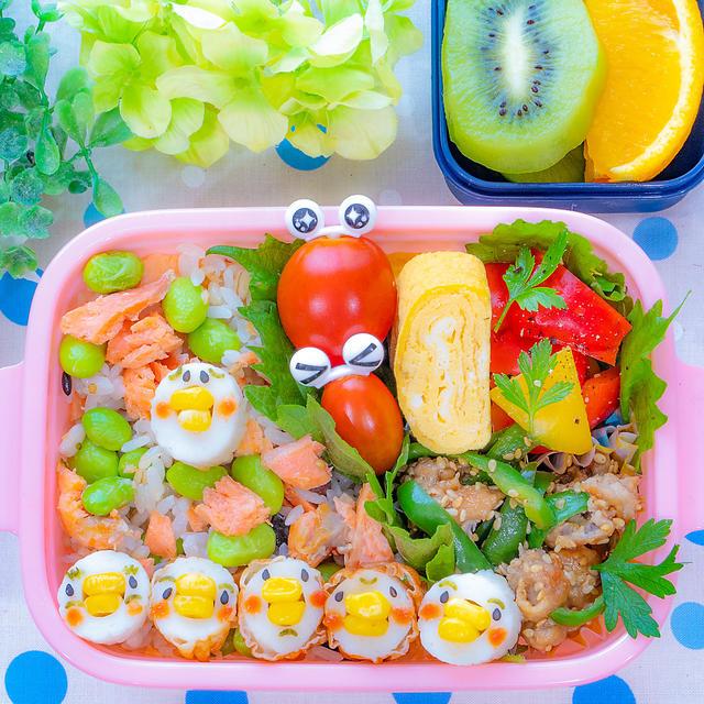 鮭マヨと枝豆の混ぜご飯とぴえん鳥弁当(´;ω;`)
