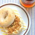 朝ごはんはキリで!あま〜いチーズクリームのメイプルくるみベーグル。