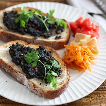 黒いフムス。気軽なベジ朝食、ベジランチに!【料理家 いがらしかな】