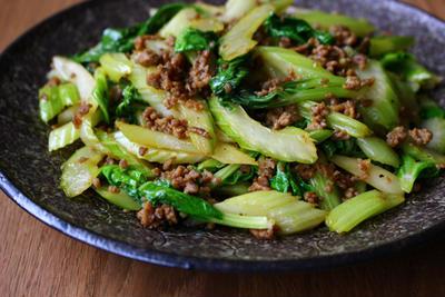 セロリとひき肉のアジア風炒め物