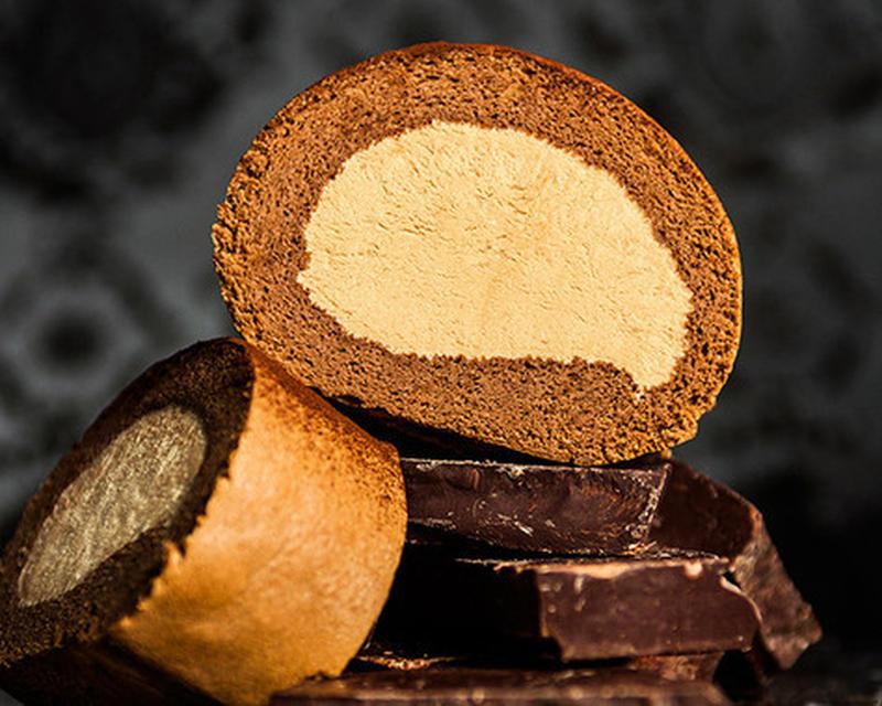 年間販売本数100万本以上、誰もが愛する「堂島ロール」。中でも、最高級のチョコを使って、濃厚リッチな...