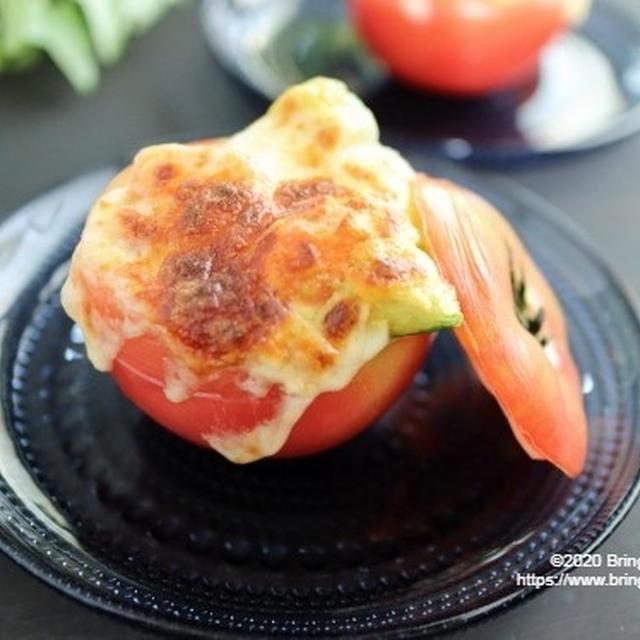 アツアツとろ~り♡【レシピ】トマトのファルシ アボカドチーズ焼き