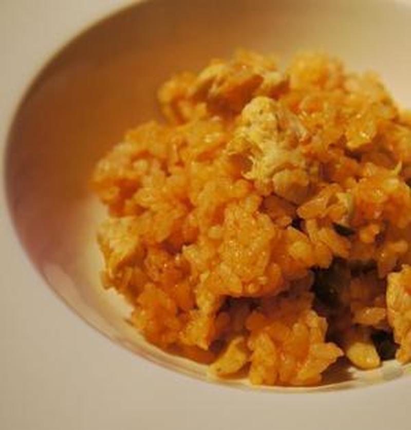 オムライスにも便利♪炊飯器で作れる「チキンライス」レシピ