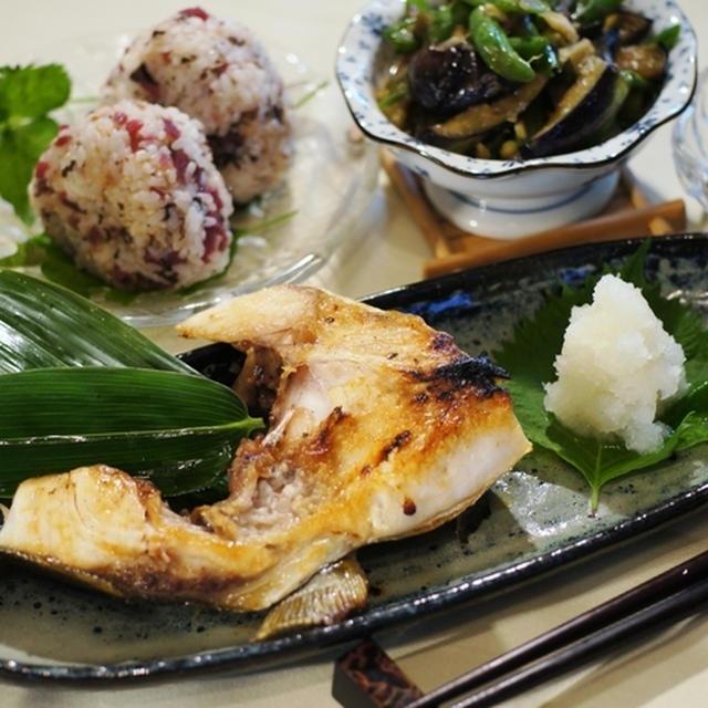 【The・朝ご飯♪】ブリカマの塩焼き/カリカリ梅紫蘇とおかかのおにぎり他。