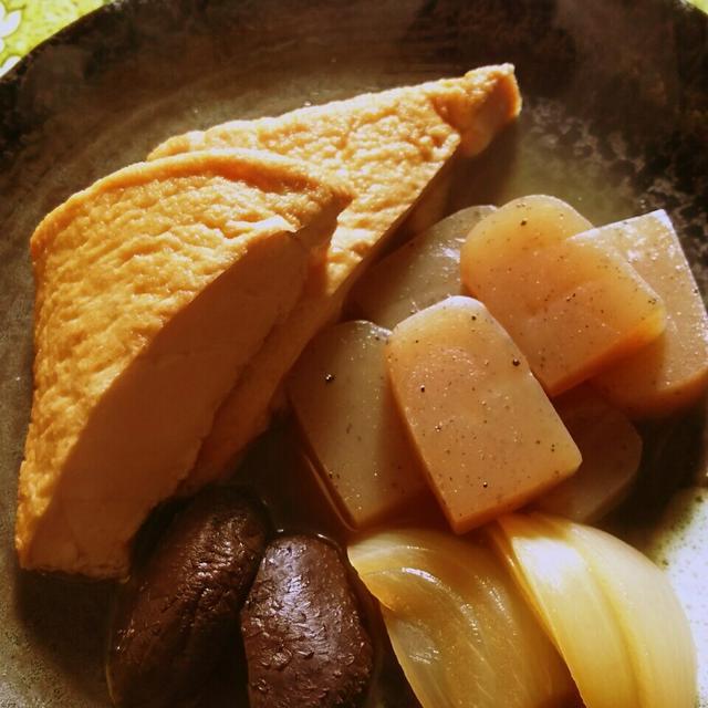厚揚げとこんにゃくと干し椎茸と玉葱のピリ辛煮物!
