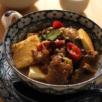 牛すじと豆腐の辛い煮込み花椒風味