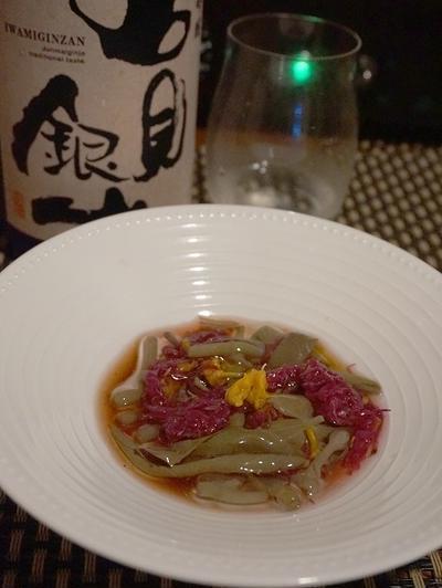 じゅんさいと菊のポン酢和え、鮭白子トースト・トリュフの香りで、秋刀魚の棒寿司