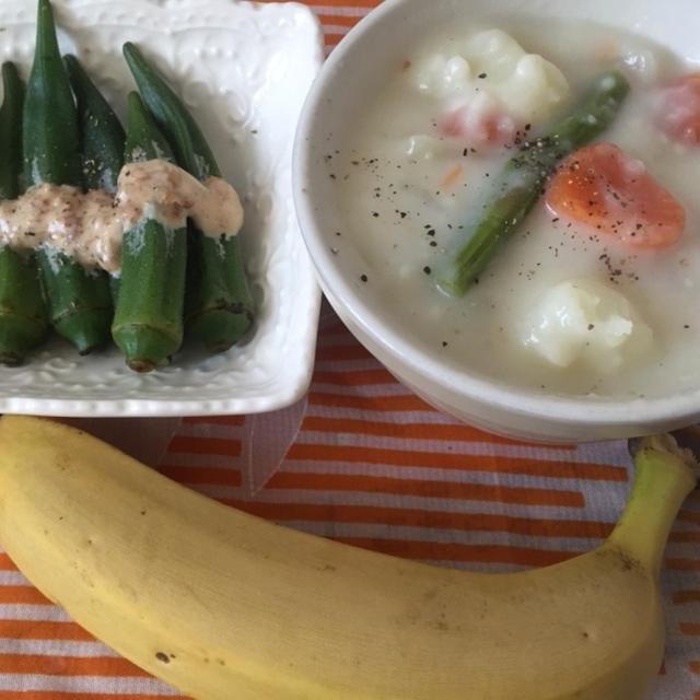 今朝の朝ごはん^_^クリームシチューとバナナ