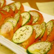 【うちレシピ】トマトとズッキーニのカルパッチョ風サラダ