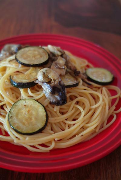 牡蠣のオイル漬けとズッキーニパスタ