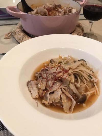 同じ材料でもうひとつ「キムチと豚肉のきのこ鍋」。