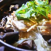 カオマンガイ風、鶏もも肉の春雨挟み、ライスの煮込み、トムヤム風味