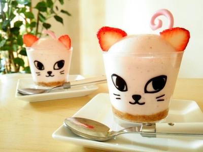 可愛い猫のストロベリーレアチーズケーキ