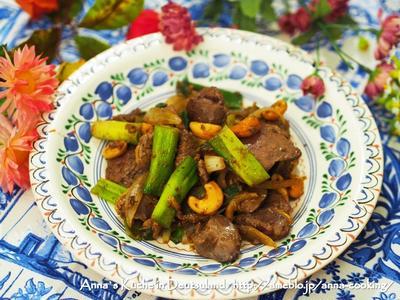 【主菜】白米がもりもり進む♡レバニラのカシューナッツ炒め とハンブルクのイタリアンレストラン♡