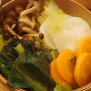 蒸し野菜 3種のたれで