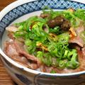 禁断の黒胡椒を添えて➖とかつけると、なんかごちそう度がアップする感じがする、再びのイベリコ豚丼。