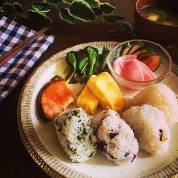 今日のご飯〜おにぎりランチ&梅漬けてます♡