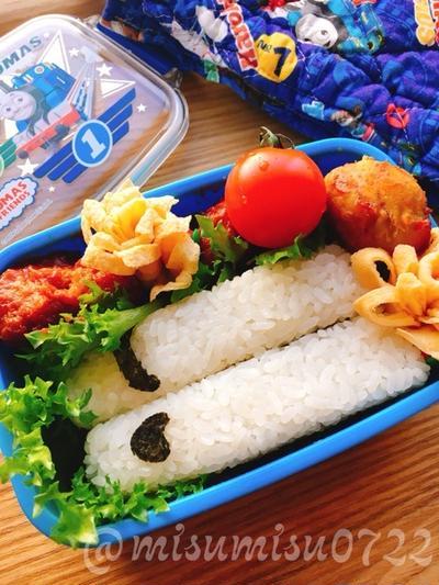 【お弁当】新幹線おにぎりとケチャップ唐揚げ