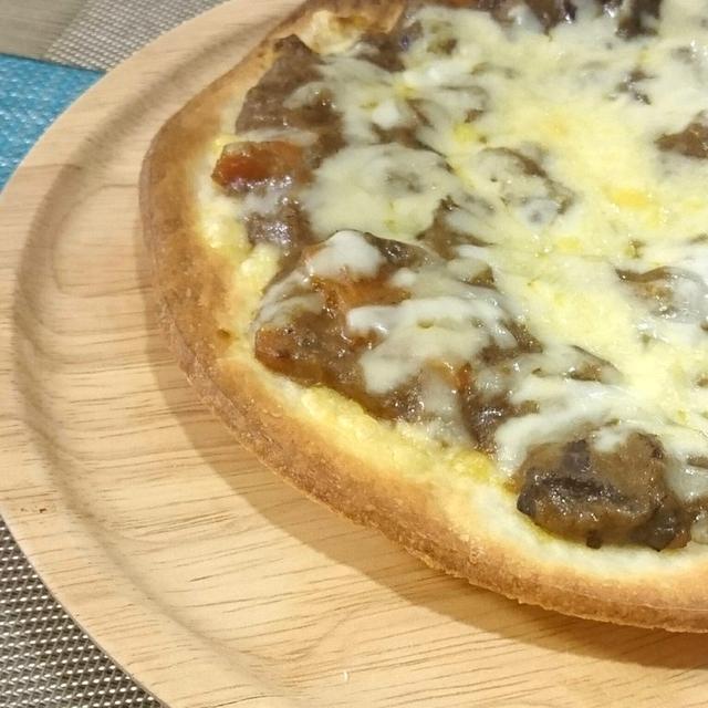 牛すじカレーリメイク☆市販のピザ生地で簡単カレーピザ