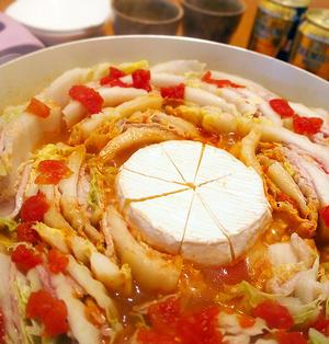 重ね白菜と丸ごとカマンベールのトマト鍋
