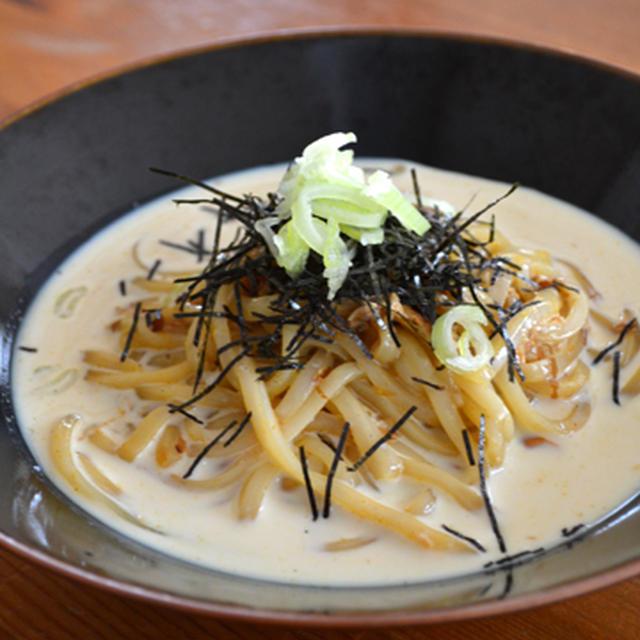 豆乳仕立て・和えカレーうどん。の昼ごはん。と、ジュレ試作中の晩ご飯。